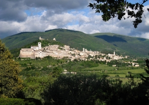 Following a visit to Deruta, enjoy a guided tour of Assisi.