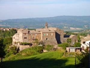 Antica Rocca (sleeps 10) is located in a medieval hamlet.